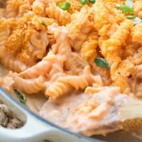 {Stovetop} Buffalo Chicken Macaroni and Cheese