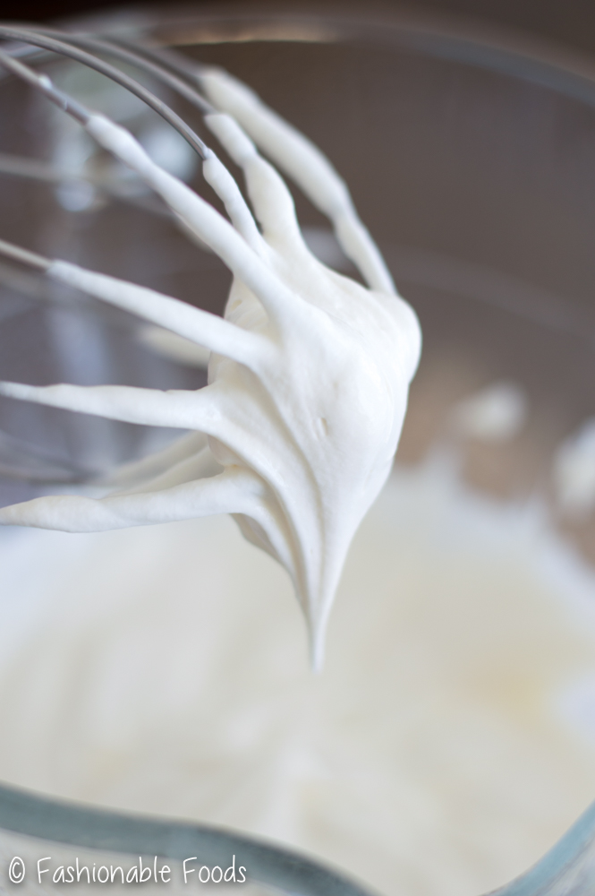 peppermint-whipped-cream-icing